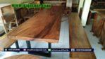 Meja Solid Trembesi Kaki Besi Dan Bangku Panjang Kaki Besi